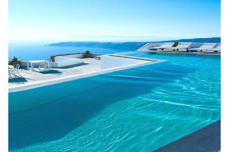 Bazény zapuštěné venkovní a vnitřní nad 10m3